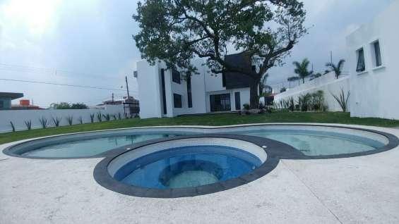 Casa minimalista con alberca en fraccionamiento oaxtepec, morelos